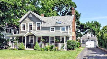 This three-bedroom East Norwich Colonial is within walking