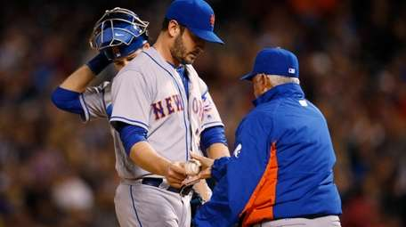 Mets starter Matt Harvey hands the ball to