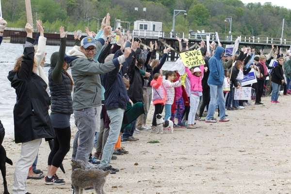 Sea Cliff residents protest against neighboring Glen Cove's