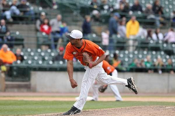 The Ducks' Amalio Diaz pitches during an Atlantic