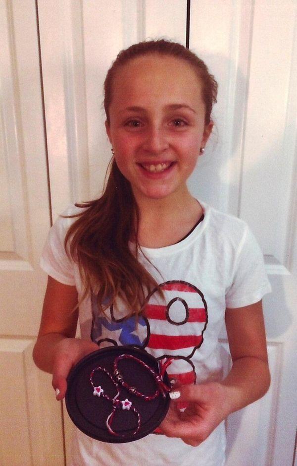 Kidsday reporter Alyssa Wright makes bracelets.