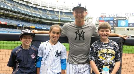 Yankees reliever Chasen Shreve with Kidsday reporters, from