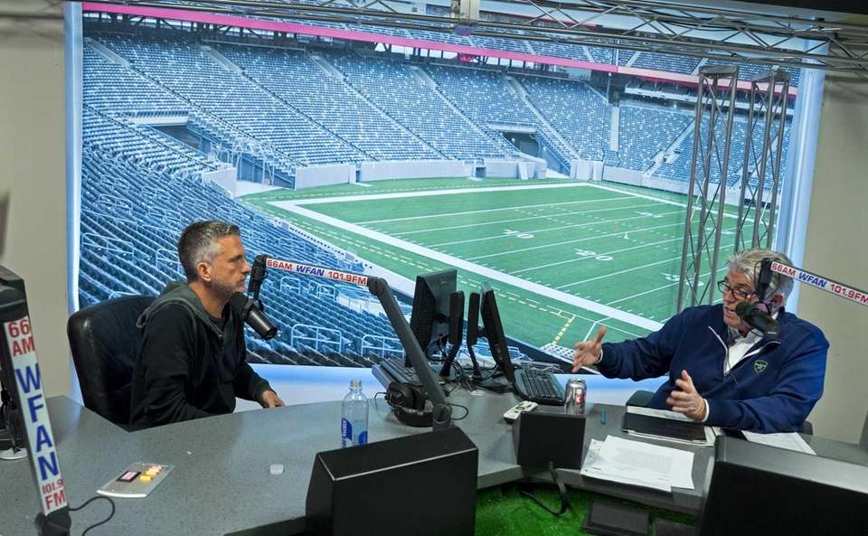 Mike Francesa talks with guest host Bill Simmons,