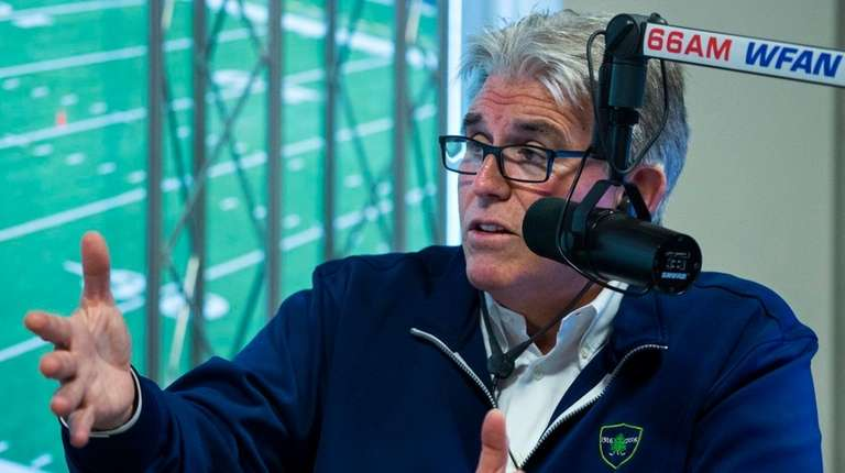 Mike Francesa talks with guest host Bill Simmons