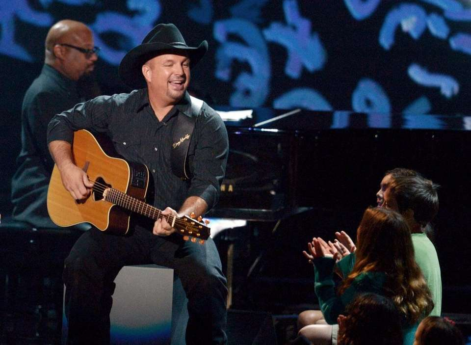 Singer/songwriter Garth Brooks performs at CBS'