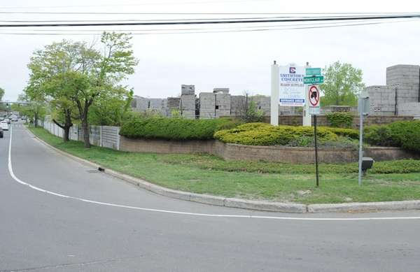 CarMax is asking Smithtown Town to rezone property