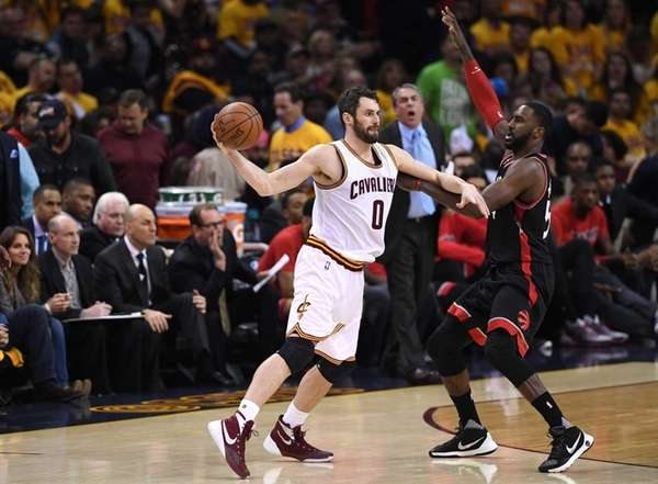 Kevin Love of the Cleveland Cavaliers looks to