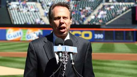 New York Mets announcer Howie Rose speaks at