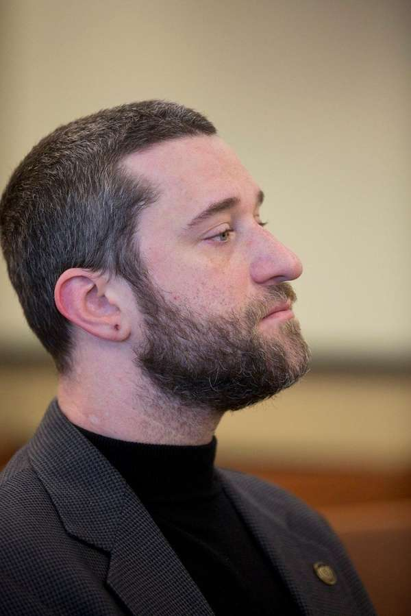 Dustin Diamond waits for his preliminary hearing at