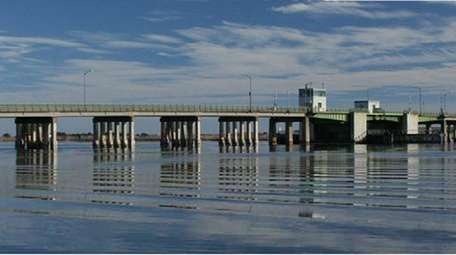 An image of the current Smith Point Bridge