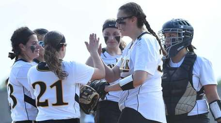 Commack players huddle on the mound before the