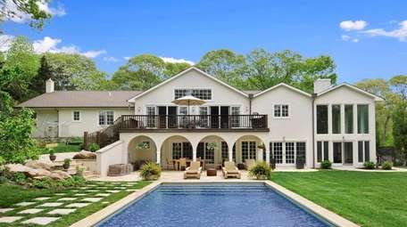 This 4,500-square-foot summer rental is up the block