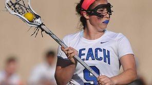 Caitlin Breglia #9 of Long Beach carries behind