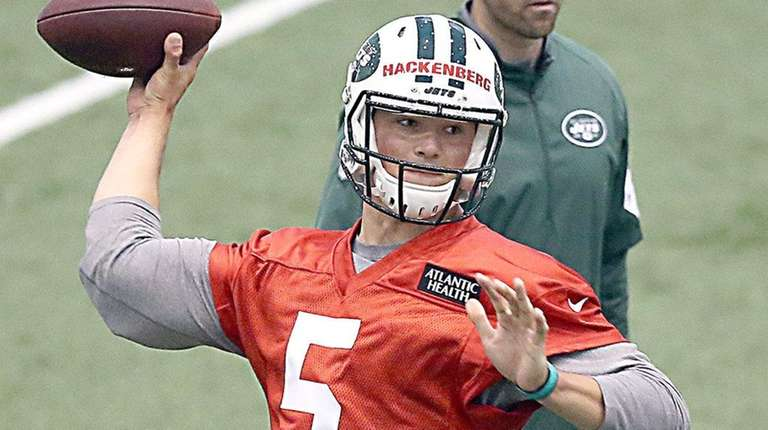 Jets draft pick Christian Hackenberg throws during rookie