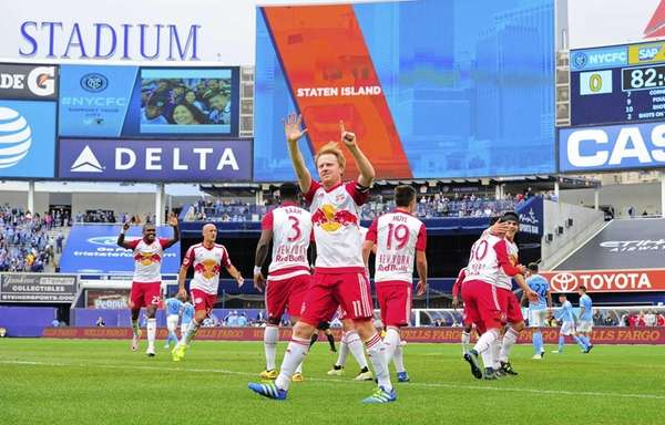 New York Red Bulls midfielder Dax McCarty (11)