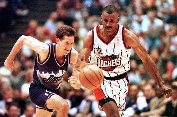 Houston Rockets' Eddie Johnson (R) races down court