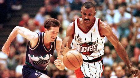 Houston Rockets' Eddie Johnson (R) races down court