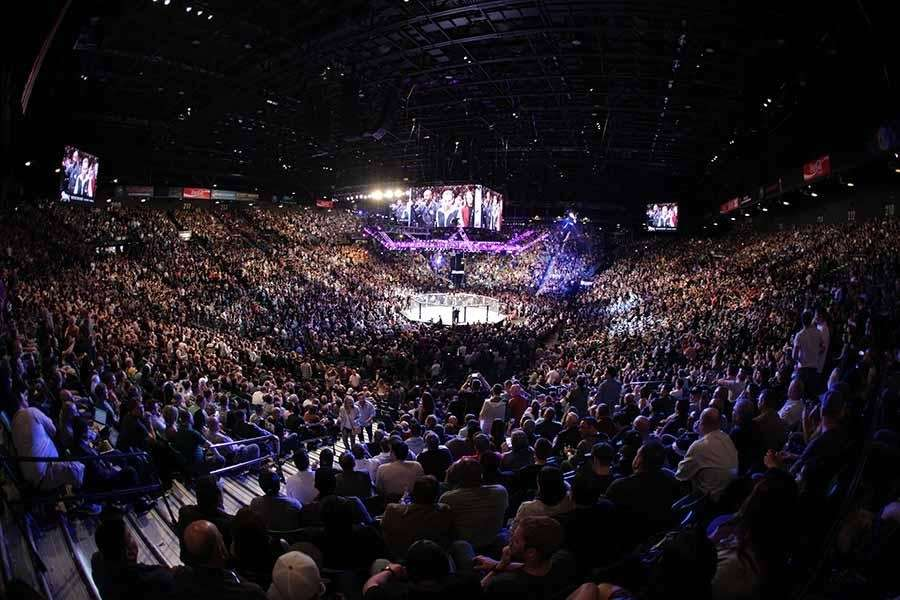 Season 18, bantamweights: Chris Holdsworth submitted Davey Grant