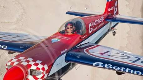 Aerobatic pilot David Windmiller will return for the