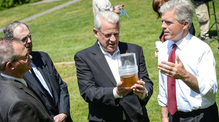 Rep. Steve Israel (D-Huntington), center, and Suffolk County