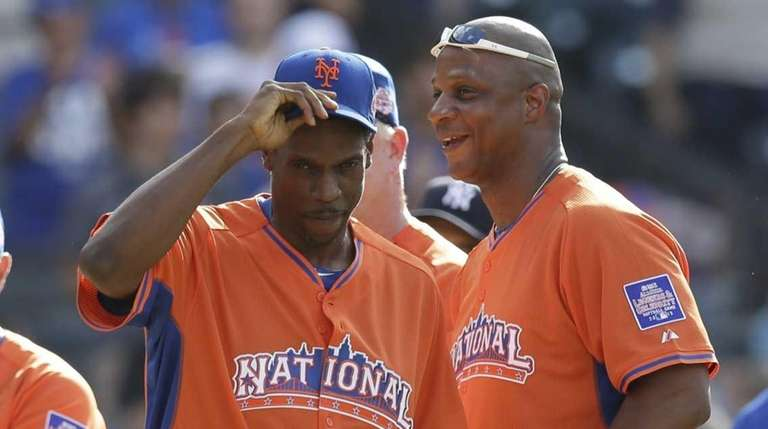 Former New York Mets players Dwight Gooden, second