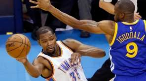 Oklahoma City Thunder forward Kevin Durant (35) passes