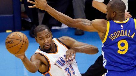 Oklahoma City Thunder forward Kevin Durant (35) passes
