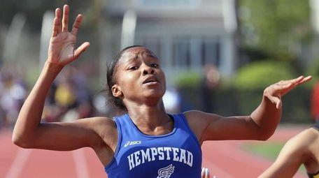 Hempstead's Niasia Harding takes 1st in the girl's
