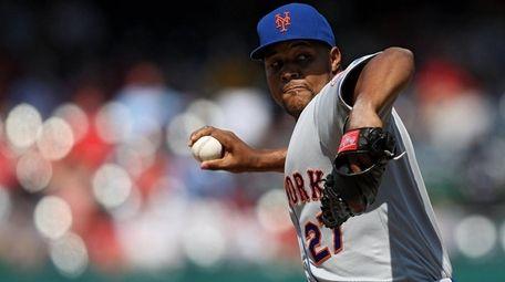 New York Mets pitcher Jeurys Familia #27 delivers