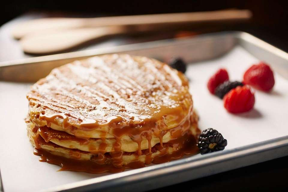 Flour Shoppe Cafe, Rockville Centre: Banana crumb pancakes