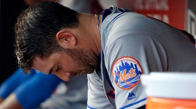 New York Mets starting pitcher Matt Harvey sits