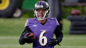 Baltimore Ravens wide receiver Keenan Reynolds jogs during