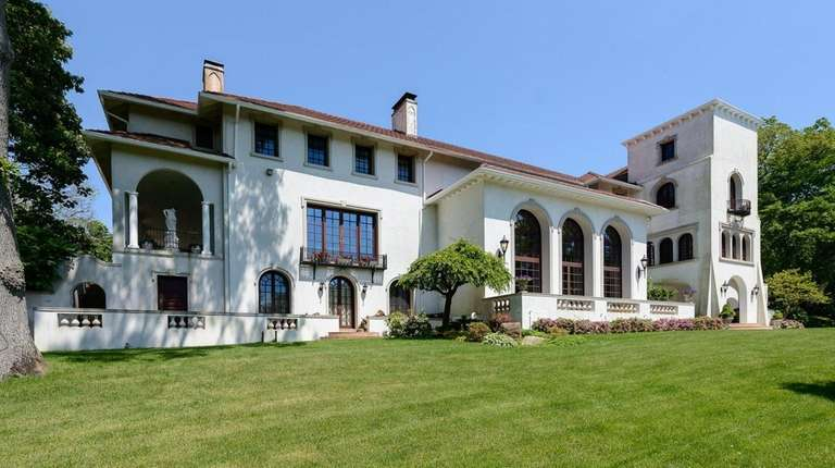 This Mediterranean-style house in Mill Neck has many