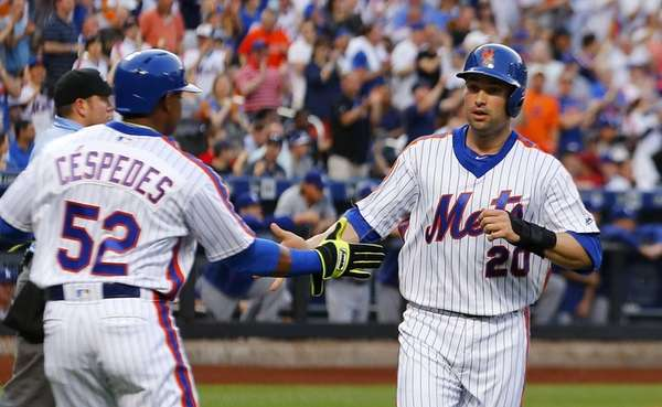 Neil Walker #20 and Yoenis Cespedes #52 of