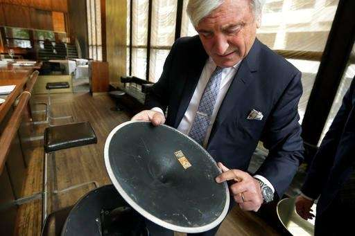 Four Seasons restaurant co-owner Julian Niccolini shows the