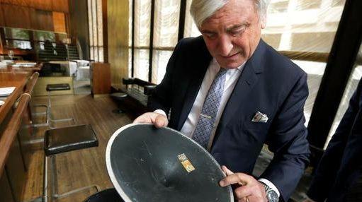 Four Seasons restaurant co-owner Julian Niccolini shows the