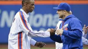 New York Mets' David Wright, right, greets Dwight