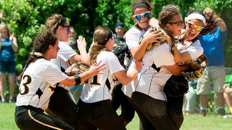 Senior pitcher, No. 36, Alyssa Bluethgen and teammates