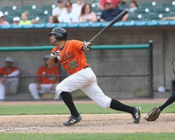 Ducks right fielder Fehlandt Lentini #22 hits a