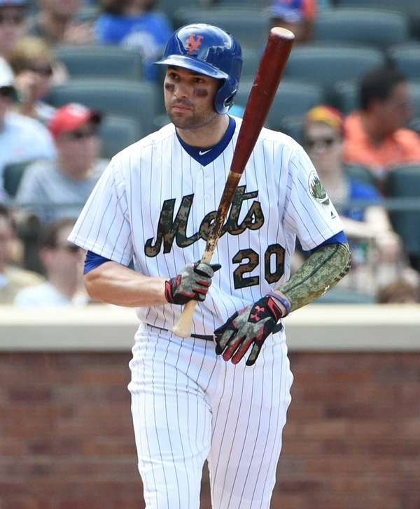 New York Mets second baseman Neil Walker draws