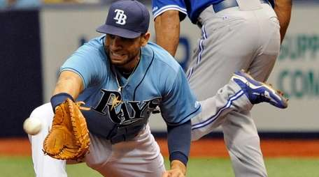 Tampa Bay Rays first baseman James Loney reaches