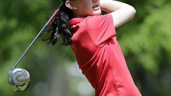 Syosset's Leah Cullen with the tee shot at