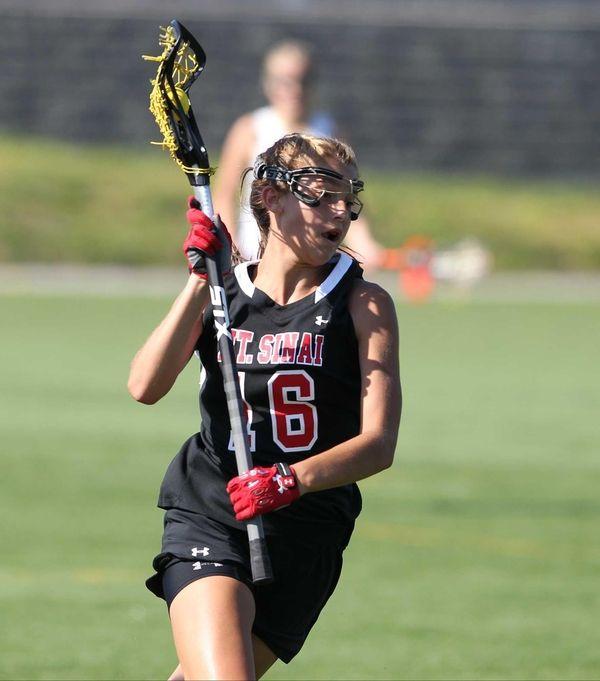 Mount Sinai's Caroline Hoeg (16) carries the ball