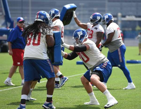 Giants offensive guard Adam Gettis and New York
