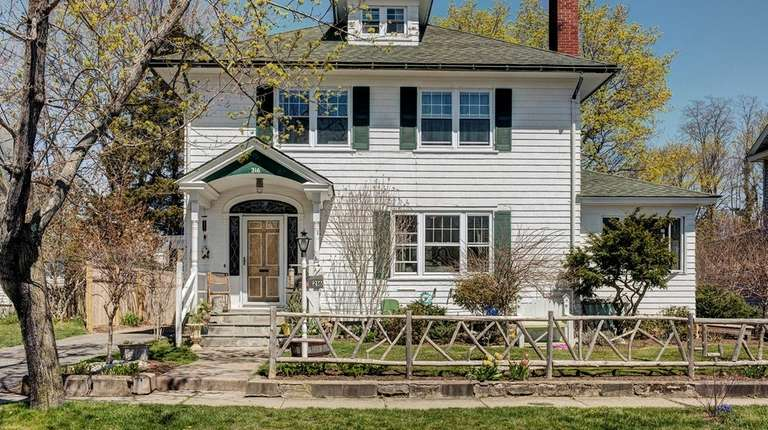 The current owners of this Riverhead Colonial discovered