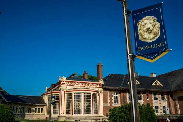 Dowling College's board of trustees and alumni association