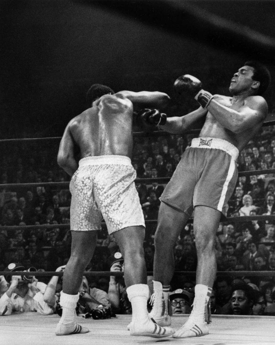 American heavyweight boxing champion Joe Frazier, left, against