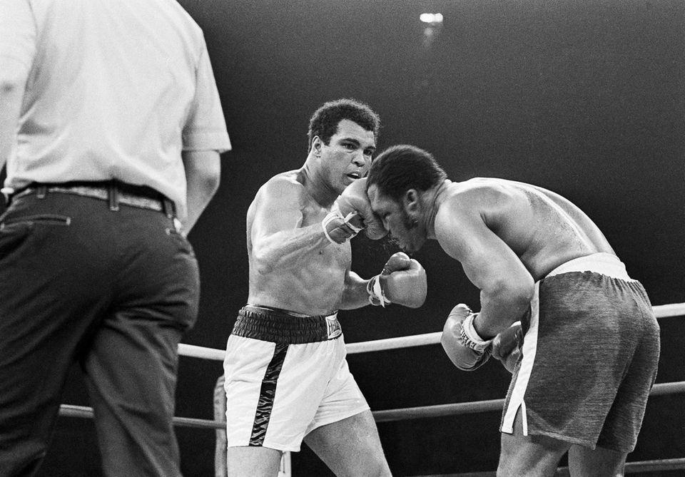 Muhammad Ali's right to the top of Joe