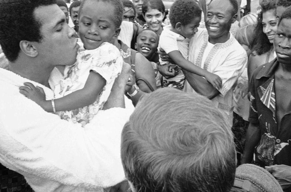 Muhammad Ali plants a kiss on cheek of