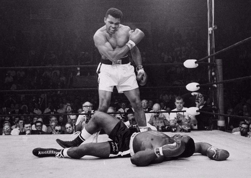 May 25, 1965: Retains the heavyweight title with